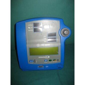 GE Dinamap PRO 300 gördülő állvány kórházi vérnyomásmérő